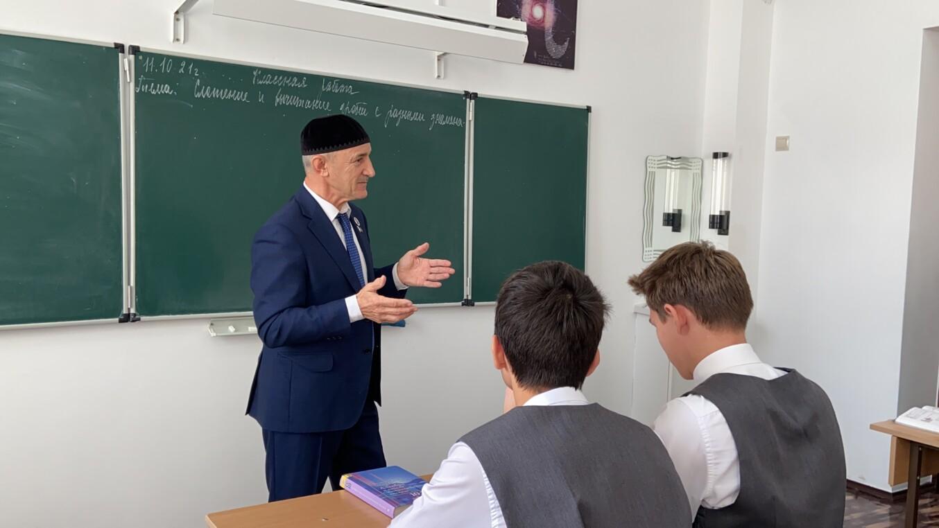 И. Бисаев посетил Математическую школу №1 им. Х.И. Ибрагимова